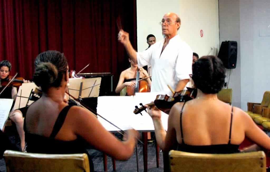 El maestro Guido López Gavilán y su orquesta Música Eterna figuran entre los invitados a la programación musical veraniega.